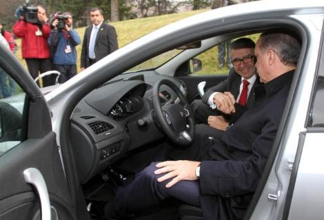 Başbakan şu an hangi otomobili test ediyor?