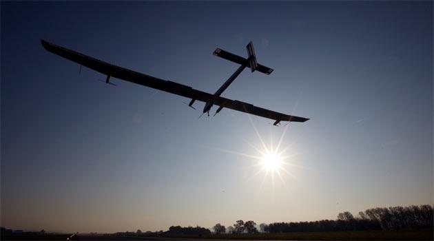 Güneş enerjisiyle çalışan ilk uçak uluslararası uçuşuna başladı