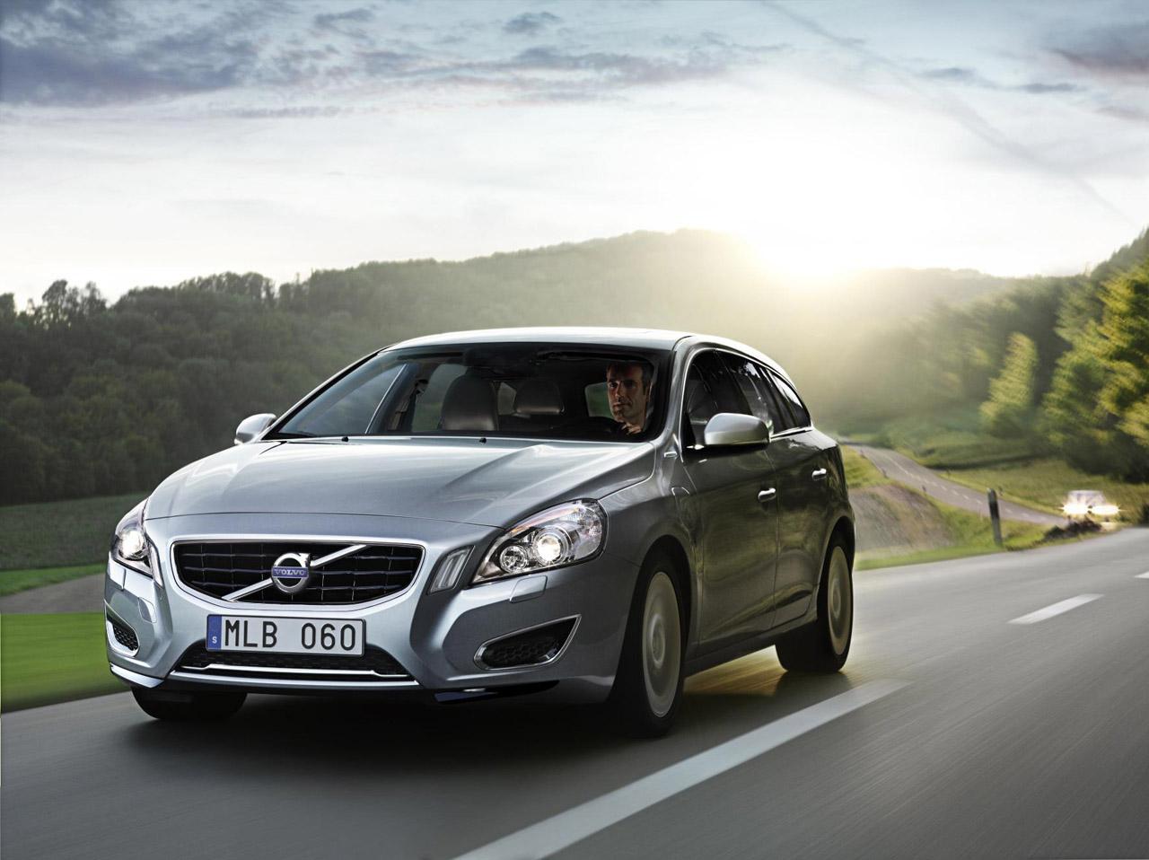 Volvo'dan duble ekonomi: V60 hibrid dizel