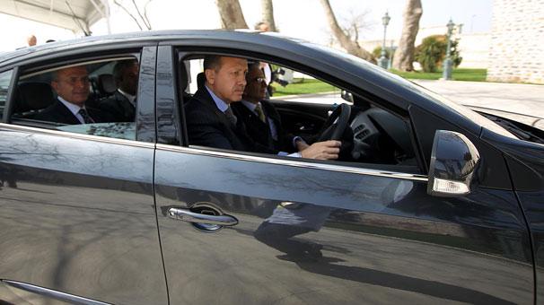 Erdoğan, elektrikli otomobile bindi
