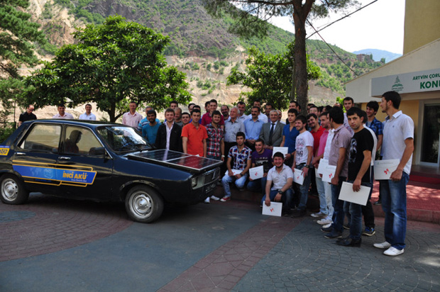 Üniversiteliler yerli elektrikli otomobil yaptı!