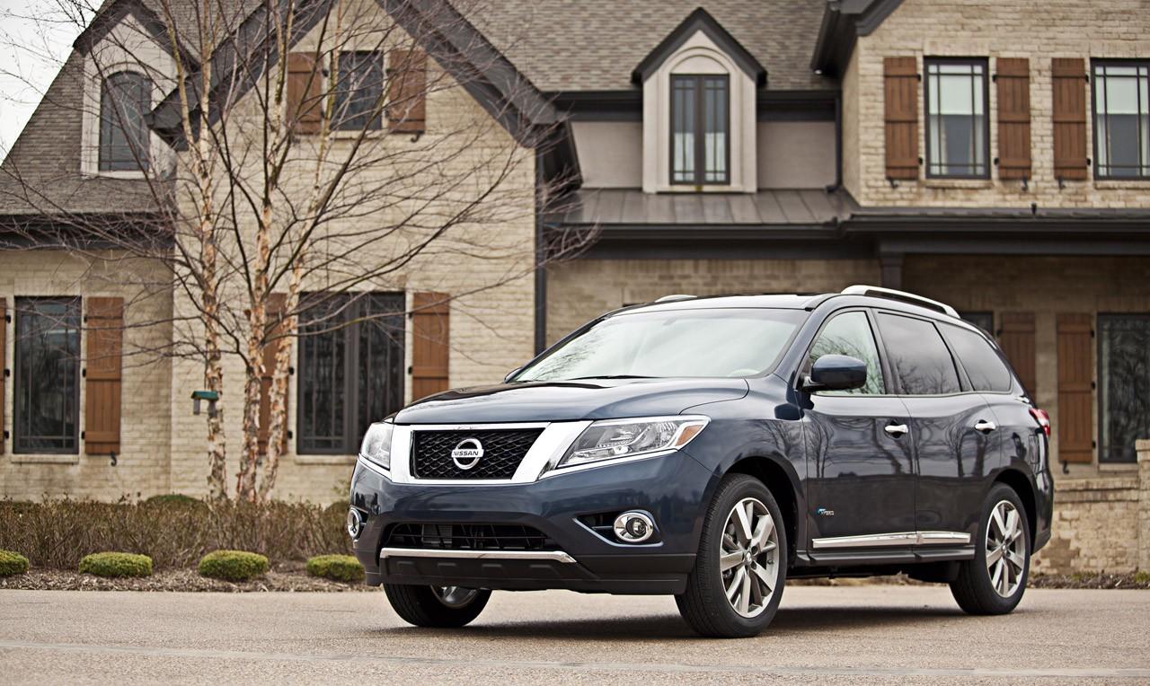 2014 Nissan Pathfinder Hybrid motoru ile tanıtıldı.
