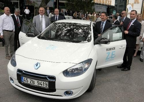 Manisa Belediyesi elektrikli otomobillerine kavuştu