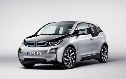 Elektrikli BMW'ye 30 Türk çarpıldı