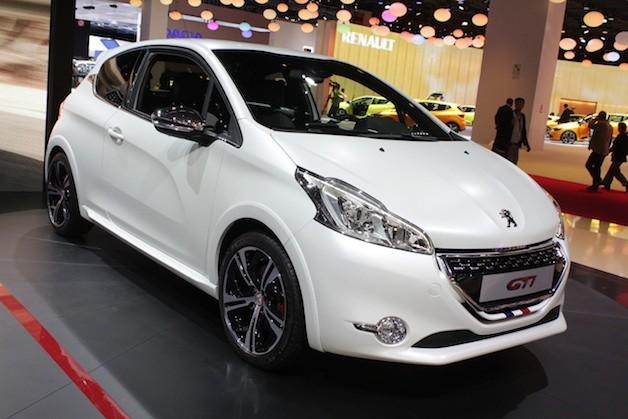 Peugeot'dan rekor tüketim, Fişsiz benzinli hibrit'le 1.9l/100 km