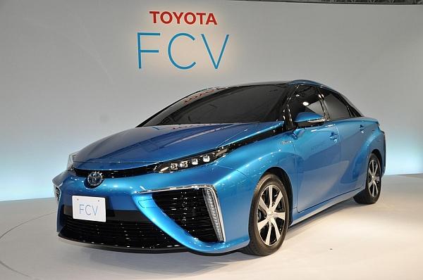 Toyota'nın yakıt hücresiyle çalışan yeni otomobili 2015'te satışa sunuluyor