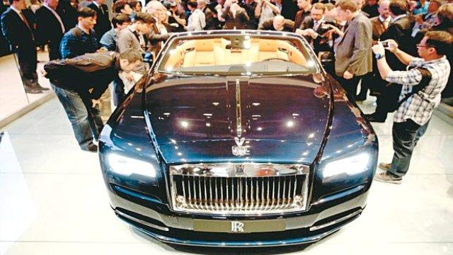 Geleceğin otomobilleri Paris'te görücüye çıktı