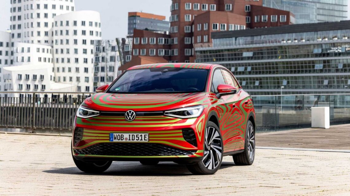 Volkswagen'in ilk elektrikli coupe-SUV modelinden yeni fotoğraflar